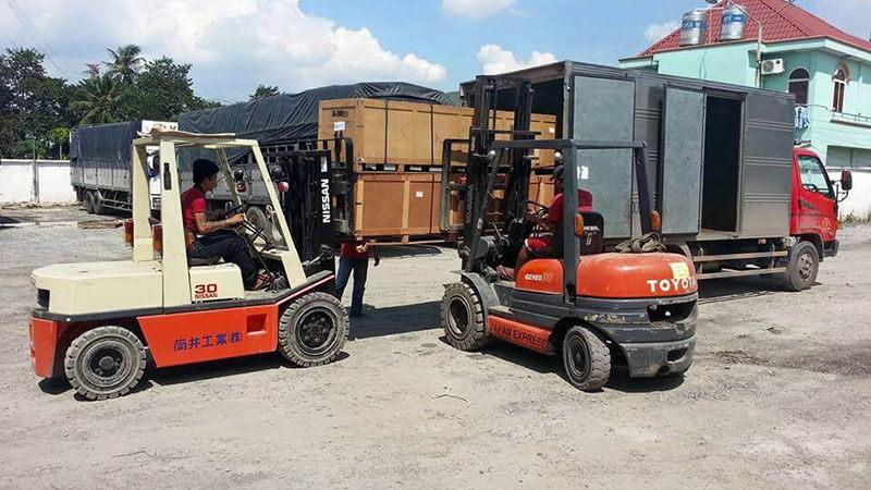 Dịch vụ di dời kho xưởng, nâng cẩu máy móc tại TPHCM-02